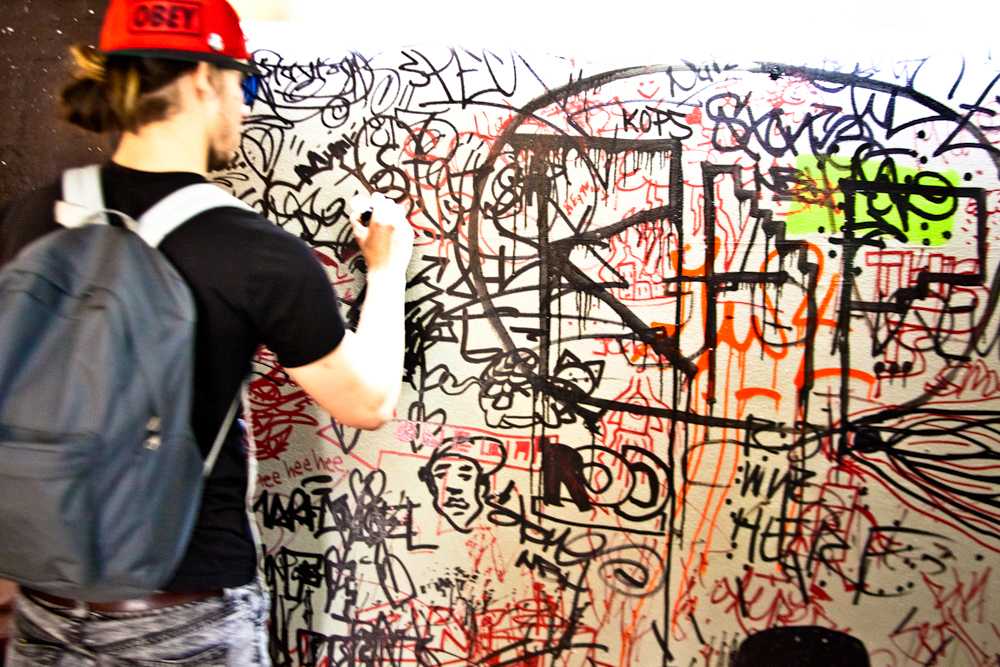 Guests are often invited to pick up a marker and add a tag at Brooklynite (© Vincent Cornelli)