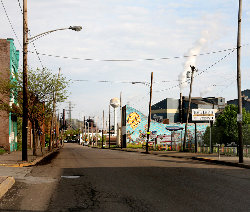 A long view of Braddock with a mural by Noah Sparkes on the building on the right. (photo © Salome Oggenfuss)