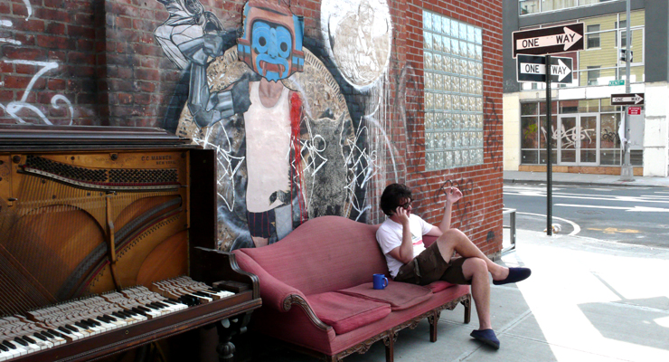 Morning Coffee. Street Art. Music. Cigarrettes. (Photo © Jaime Rojo)
