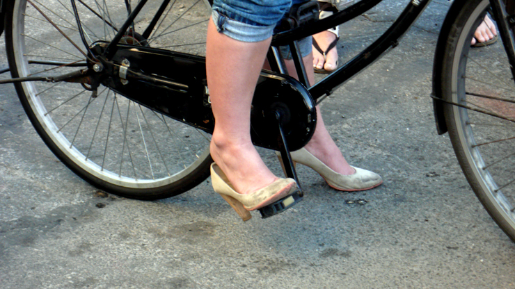 Heels on Wheels. She Biked With Them Pumps All Day. (Photo © Jaime Rojo)