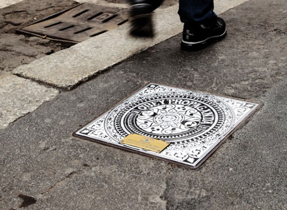 Brooklyn-Street-Art-Milan-Manholes-Project-Obey-Invader-00-578x422