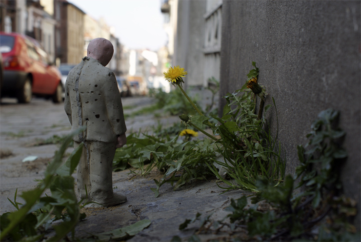 brooklyn-street-art-isaac-cordal-the_nature_of_the_zone-04-11-web