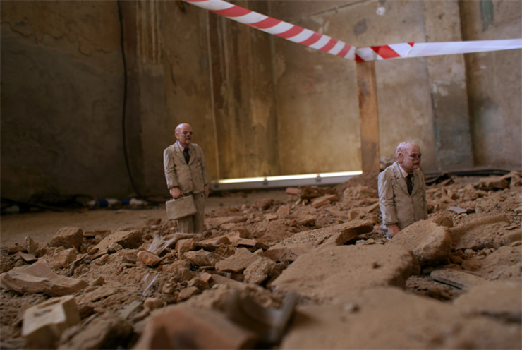 Isaac Cordal in Milan: Follow the Leaders
