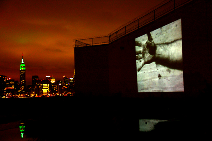 brooklyn-street-art-richard-serra-1968-hand-catching-lead-jaime-rojo-bring-to-light-nuit-blanche-new-york-10-2011-web