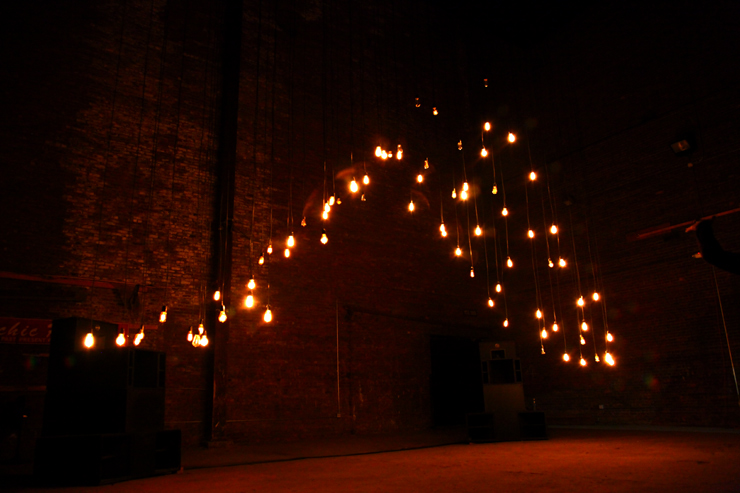 brooklyn-street-art-the-company-stage-jaime-rojo-bring-to-light-nuit-blanche-new-york-2011-10-web-6