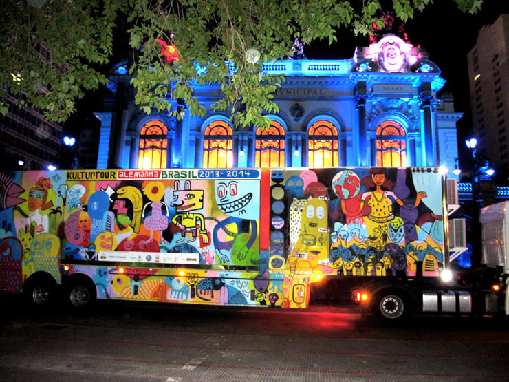 colorful character jim avignon paints in peru and brazil brooklyn street art. Black Bedroom Furniture Sets. Home Design Ideas