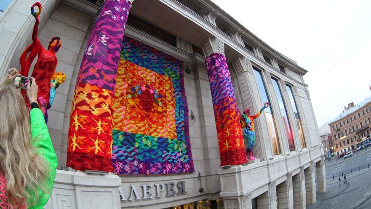 brooklyn-street-art-olek-pride-russia-09-13-web-7