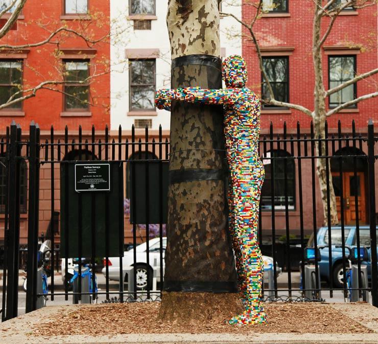 brooklyn-street-art-nathan-sawaya-jaime-rojo-05-04-14-web