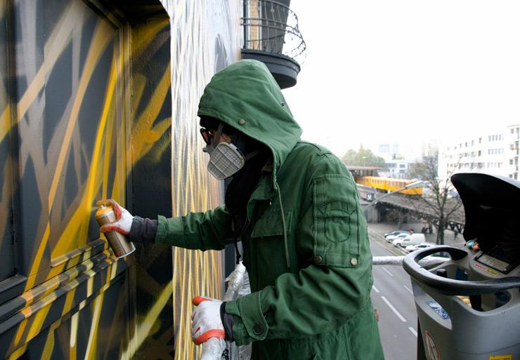 brooklyn-street-art-dal-east-henrik-haven-project-m-6-UN-berlin-10-14-web-1