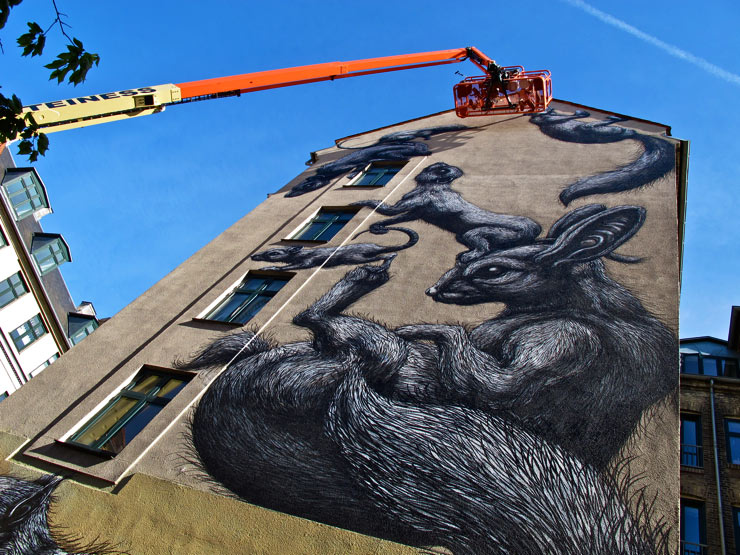 brooklyn-street-art-roa-sandra-hoj-surface-soren-solkaer-06-15-web