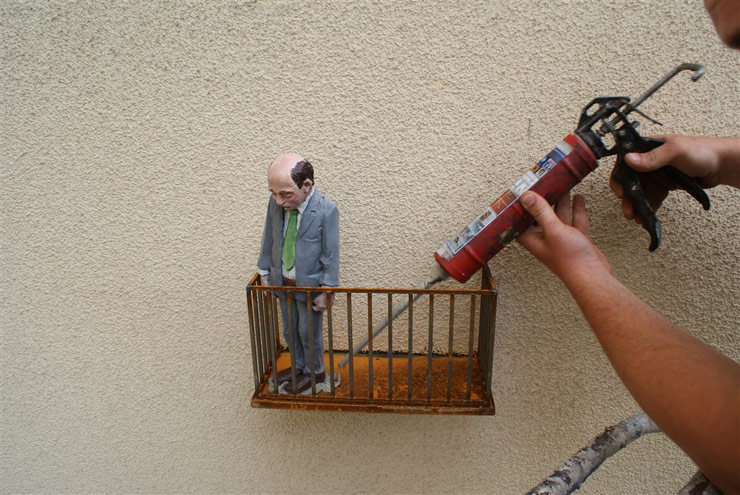 brooklyn-street-art-Isaac_Cordal-lodz-poland-06-15-web-1