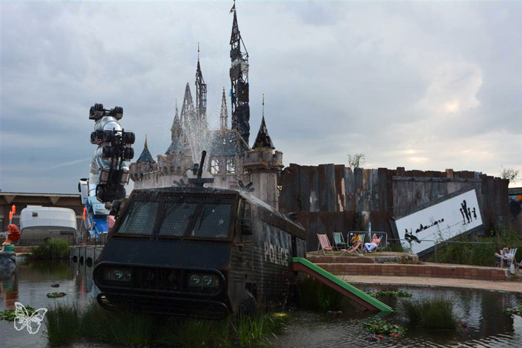 brooklyn-street-art-banksy-dismaland-butterfly-08-15-web-8