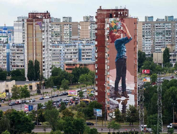 brooklyn-street-art-fintan-magee-Maksim-Belousov-mural-social-club-kiev-07-2016-web-1