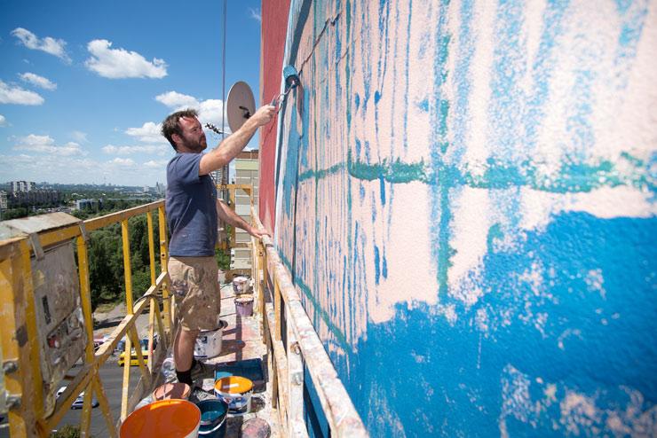 brooklyn-street-art-fintan-magee-Maksim-Belousov-mural-social-club-kiev-07-2016-web-4