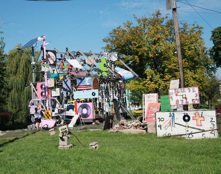 brooklyn-street-art-tyree-guyton-heidelberg-project-jaime-rojo-1xrun-09-18-16-detroit-web-1
