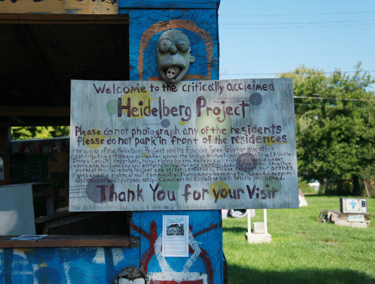 brooklyn-street-art-tyree-guyton-heidelberg-project-jaime-rojo-1xrun-09-18-16-detroit-web-8