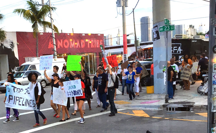 brooklyn-street-art-un-miami-wynwood-pipeline-protest-dec-1-2016-740