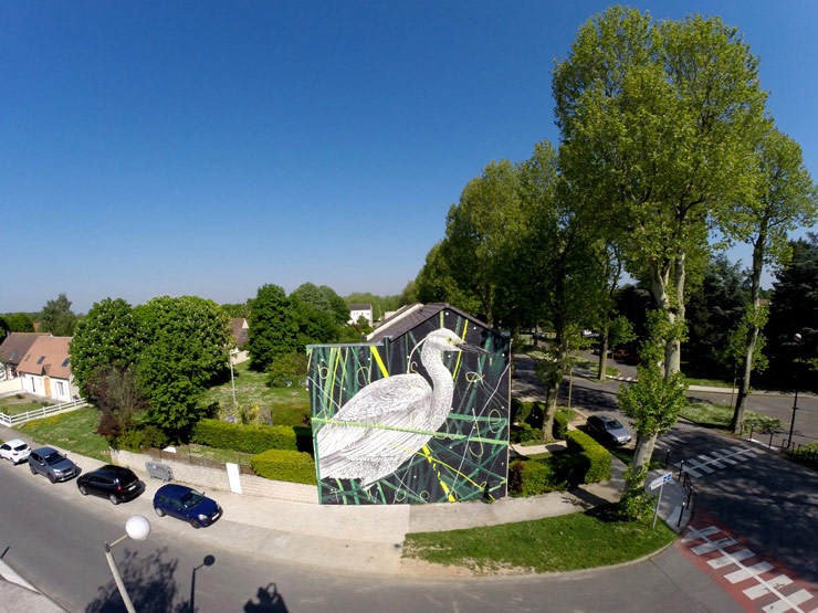 Twoone brings great white egret to lieusant seine et marne brooklyn street art - Galerie street art paris ...