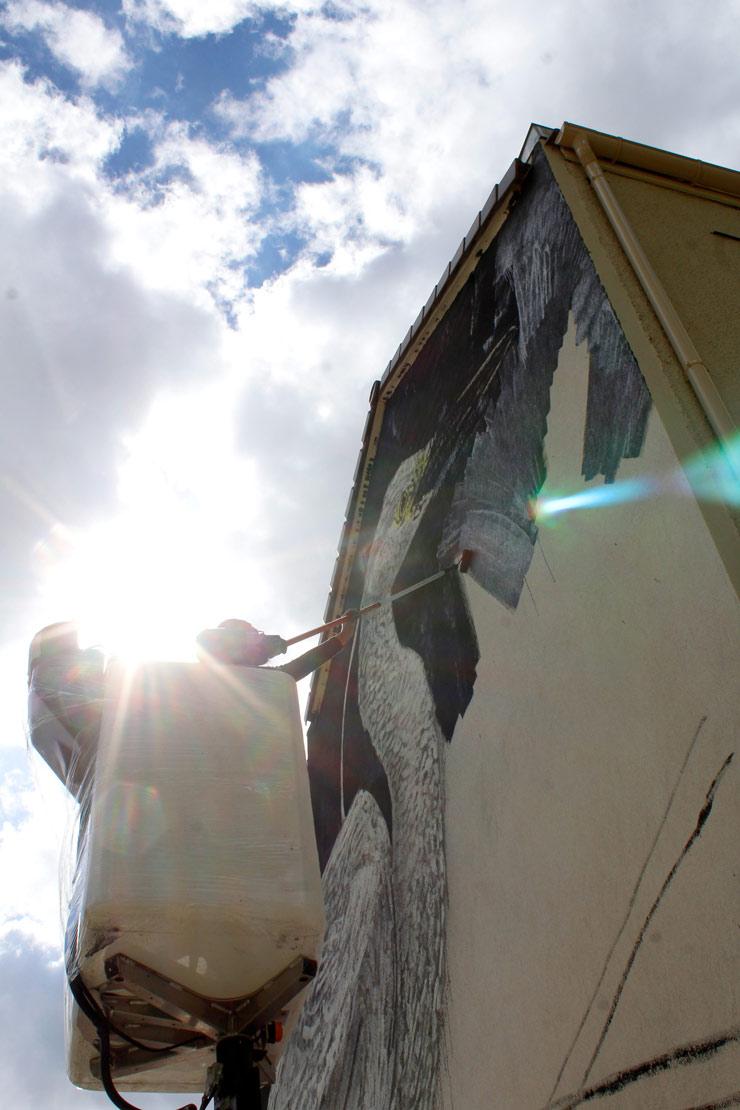 Twoone Brings Great White Egret To Lieusant  Seine Et Marne    Brooklyn Street Art