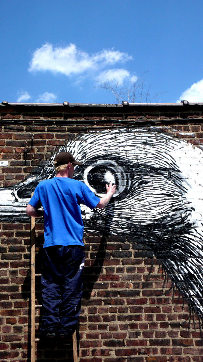 Winging It With ROA – FreeStyle Urban Naturalist Lands Feet First in Brooklyn