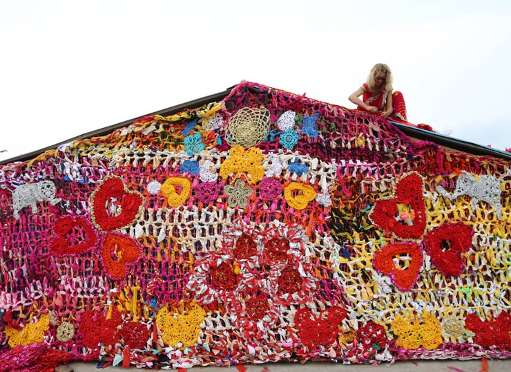 Gender, Caste, and Crochet : OLEK Transforms a Shelter in Delhi