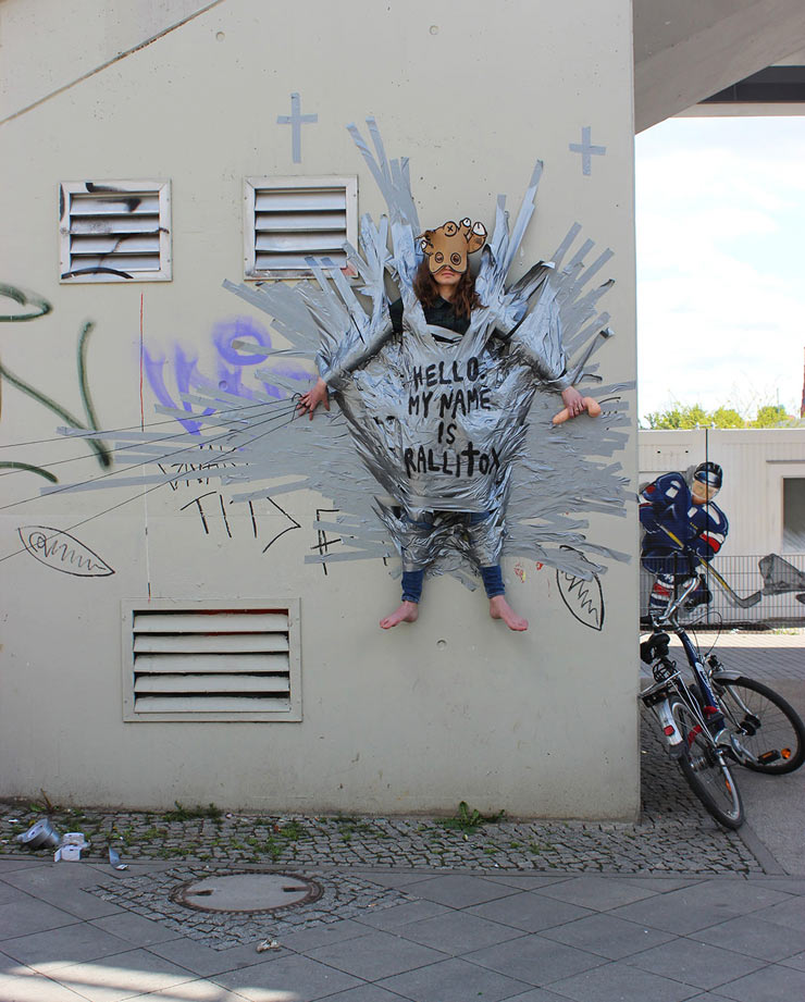 Human Sticker, Human Behavior in Berlin with Rallitox