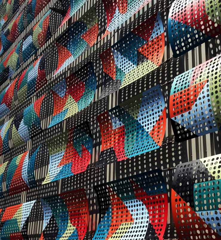 Personal Touch: Kera in Kardiff Renders 125 Piece Abstract Mural
