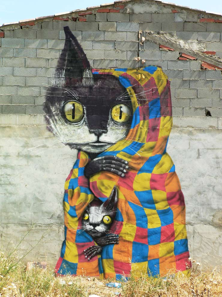"Fanzara, Spain: ""MIAU"" Marries Street Art & Cats, Breaks Internet"