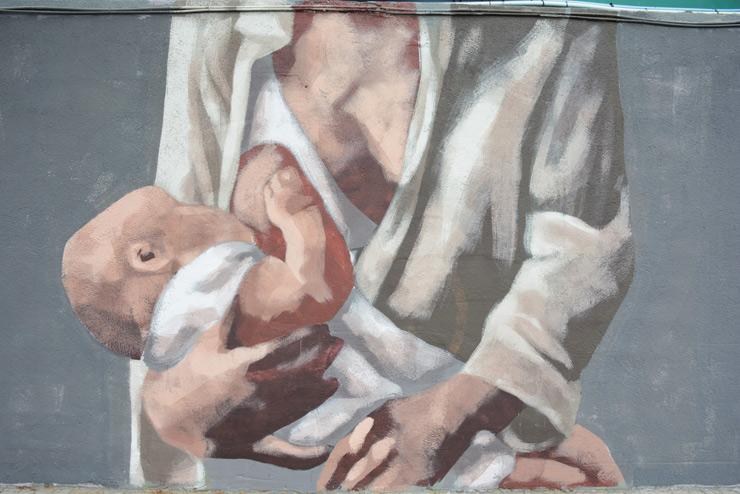 Hyuro's BreastFeeding Mural is Not Provocative in Barcelona