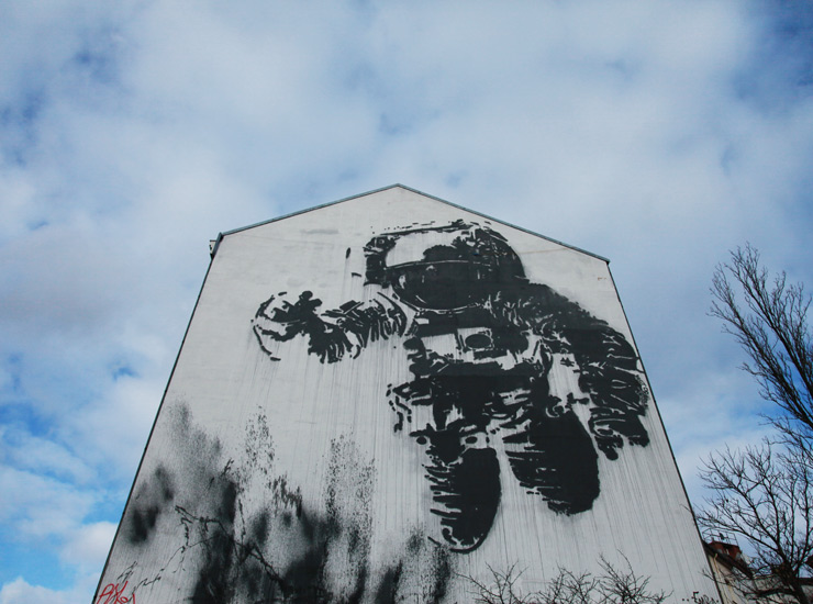 Astronaut Street Art : Ground Control To Major Tom…