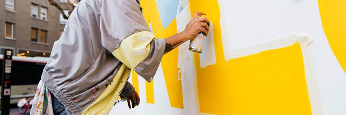 """Nuria Toll Paints Her """"Veïnes"""" in Barcelona"""