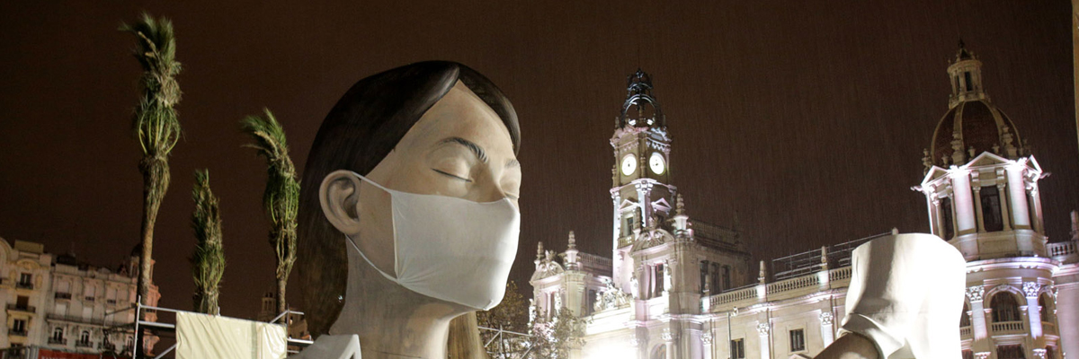 "Escif Burns in Empty València Public Square: ""This Too Shall Pass"""